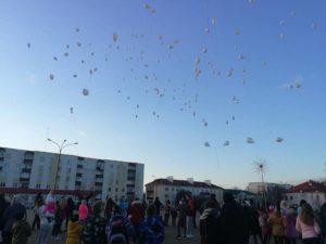 Почему шары отпускают в небо?